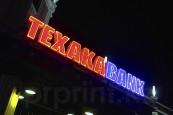 Неоновые буквы Texaka Bank